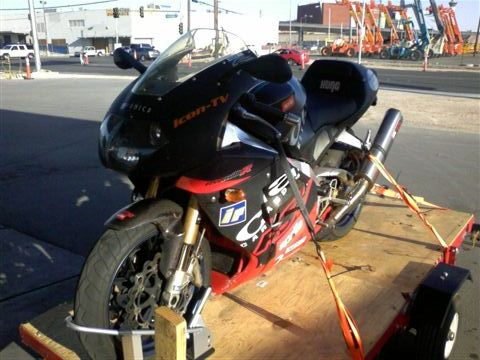 ./photos/Moto_Pics/aprilia_2_small.jpg